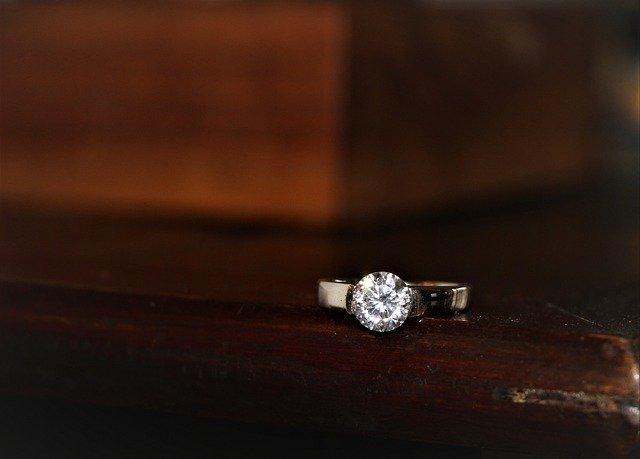 青梅市ダイヤモンド買取